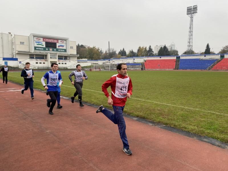 Очередная группа сотрудников сдавала зачеты по физической подготовке