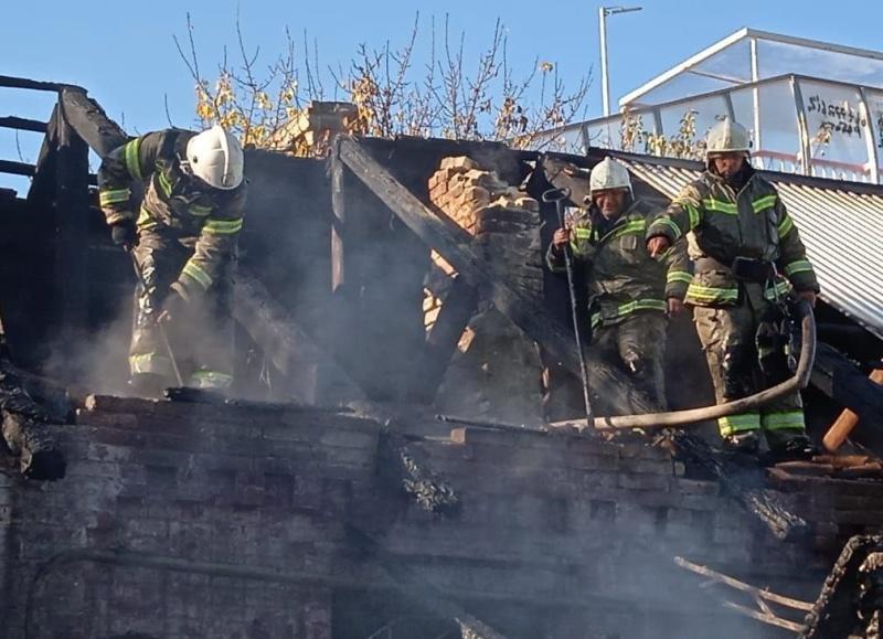 Прохладненские огнеборцы ликвидировали пожар в жилом доме